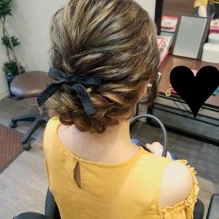 ヘアアレンジ ミディアム ガーリー 波ウェーブ ヘアスタイルや髪型の写真・画像