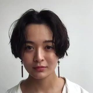 センターパート 黒髪 大人かわいい 暗髪 ヘアスタイルや髪型の写真・画像