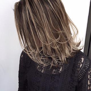 ミディアム 外国人風 バレイヤージュ ナチュラル ヘアスタイルや髪型の写真・画像