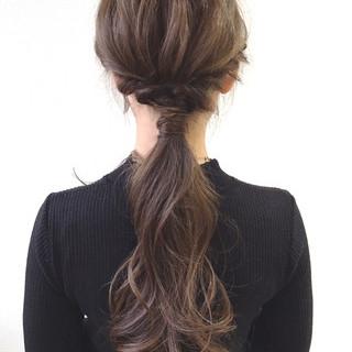 ロング ポニーテール ナチュラル ローポニーテール ヘアスタイルや髪型の写真・画像 ヘアスタイルや髪型の写真・画像