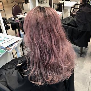 ロング ピンク レッド ガーリー ヘアスタイルや髪型の写真・画像