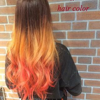 フェミニン レッド ストリート 外国人風 ヘアスタイルや髪型の写真・画像