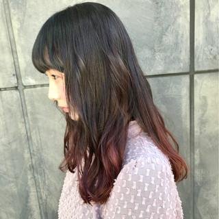 インナーカラー ハイトーン ハイライト セミロング ヘアスタイルや髪型の写真・画像