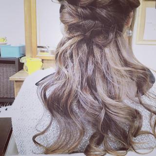 ミディアム ゆるふわ ハーフアップ 大人かわいい ヘアスタイルや髪型の写真・画像 ヘアスタイルや髪型の写真・画像