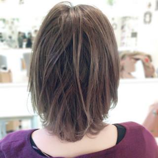 色気 透明感 アッシュベージュ ナチュラル ヘアスタイルや髪型の写真・画像