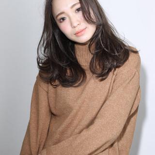 セミロング グラデーションカラー 暗髪 外国人風 ヘアスタイルや髪型の写真・画像