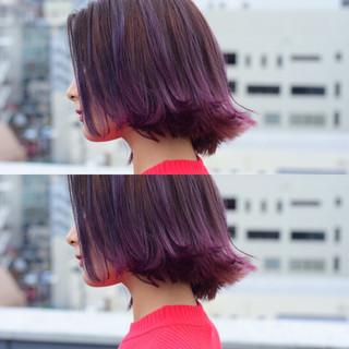 ピンク グラデーションカラー 外ハネ ワンレングス ヘアスタイルや髪型の写真・画像