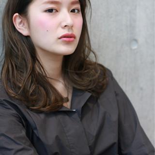 コンサバ アッシュ ハイライト フェミニン ヘアスタイルや髪型の写真・画像
