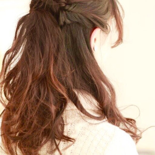 ハーフアップ 暗髪 フェミニン ナチュラル ヘアスタイルや髪型の写真・画像