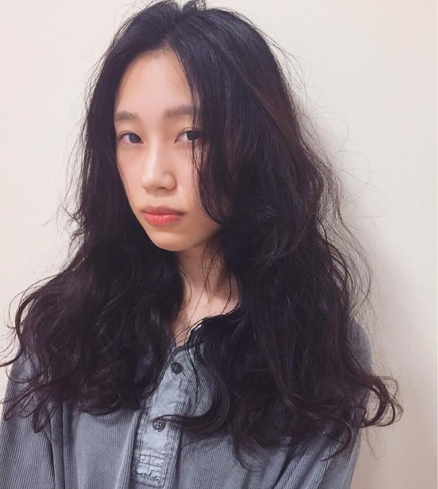 黒髪×パーマで作る媚びない夏の大人女子特集♡ 熊谷 公亮
