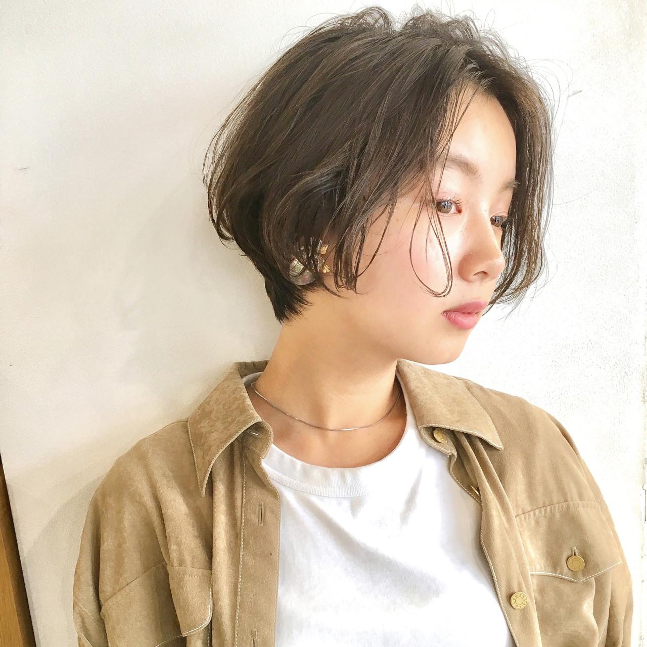 オフィス ショート 女子力 ウェーブ ヘアスタイルや髪型の写真・画像