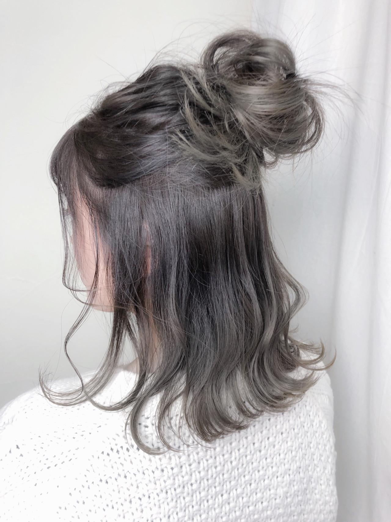 グレージュ ヘアアレンジ アンニュイほつれヘア ミディアム ヘアスタイルや髪型の写真・画像