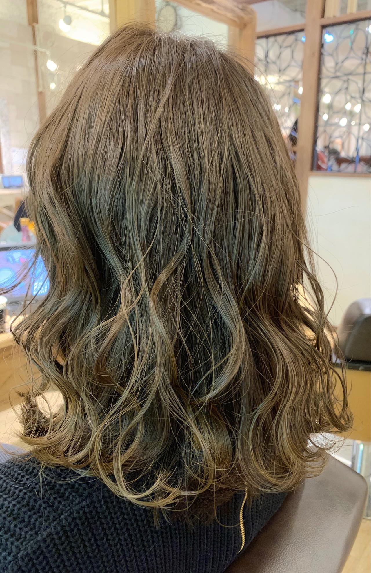 マット セミロング イルミナカラー 透明感 ヘアスタイルや髪型の写真・画像