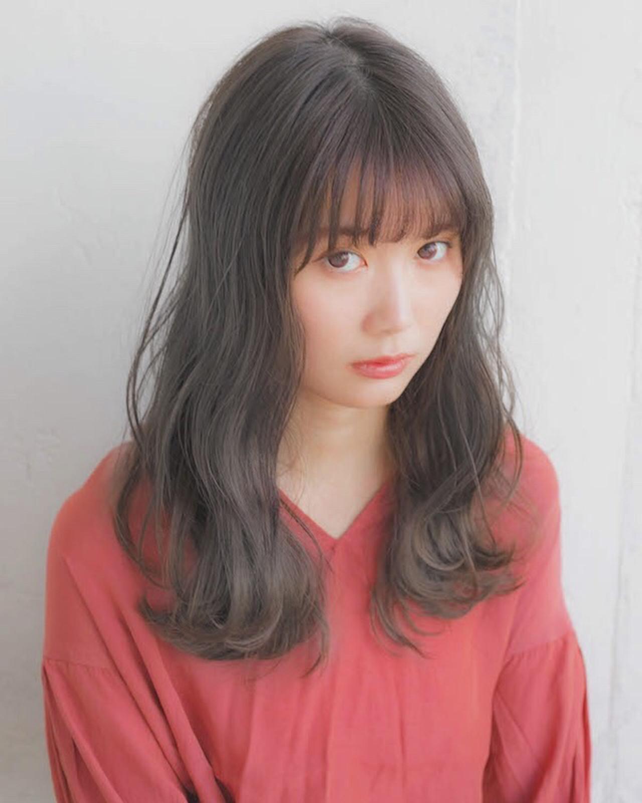 セミロング フェミニン アンニュイほつれヘア 前髪 ヘアスタイルや髪型の写真・画像