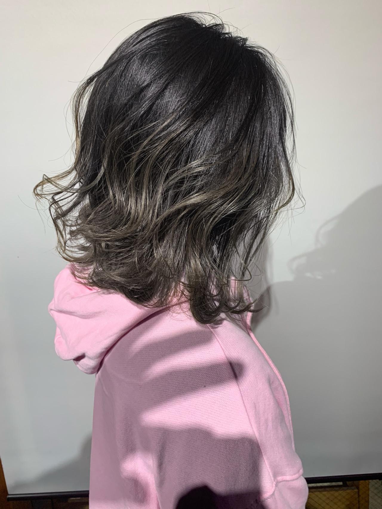 アッシュグレージュ 簡単ヘアアレンジ ヘアアレンジ ボブ ヘアスタイルや髪型の写真・画像