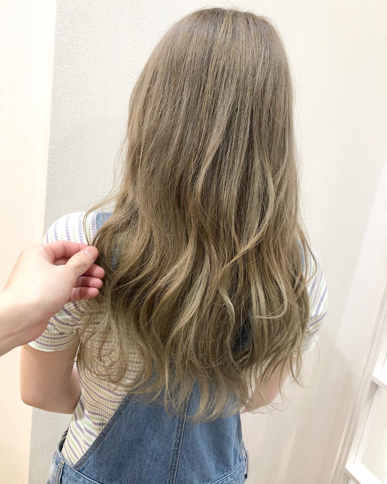 ミルクティー ミルクティーベージュ フェミニン 大人ロング ヘアスタイルや髪型の写真・画像