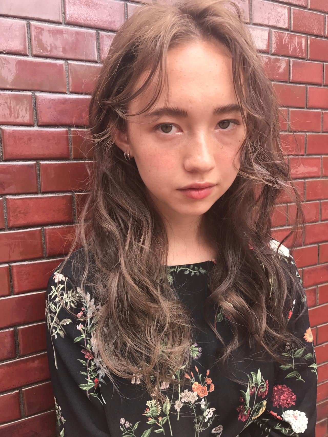 ハイライト ナチュラル アンニュイほつれヘア ロング ヘアスタイルや髪型の写真・画像