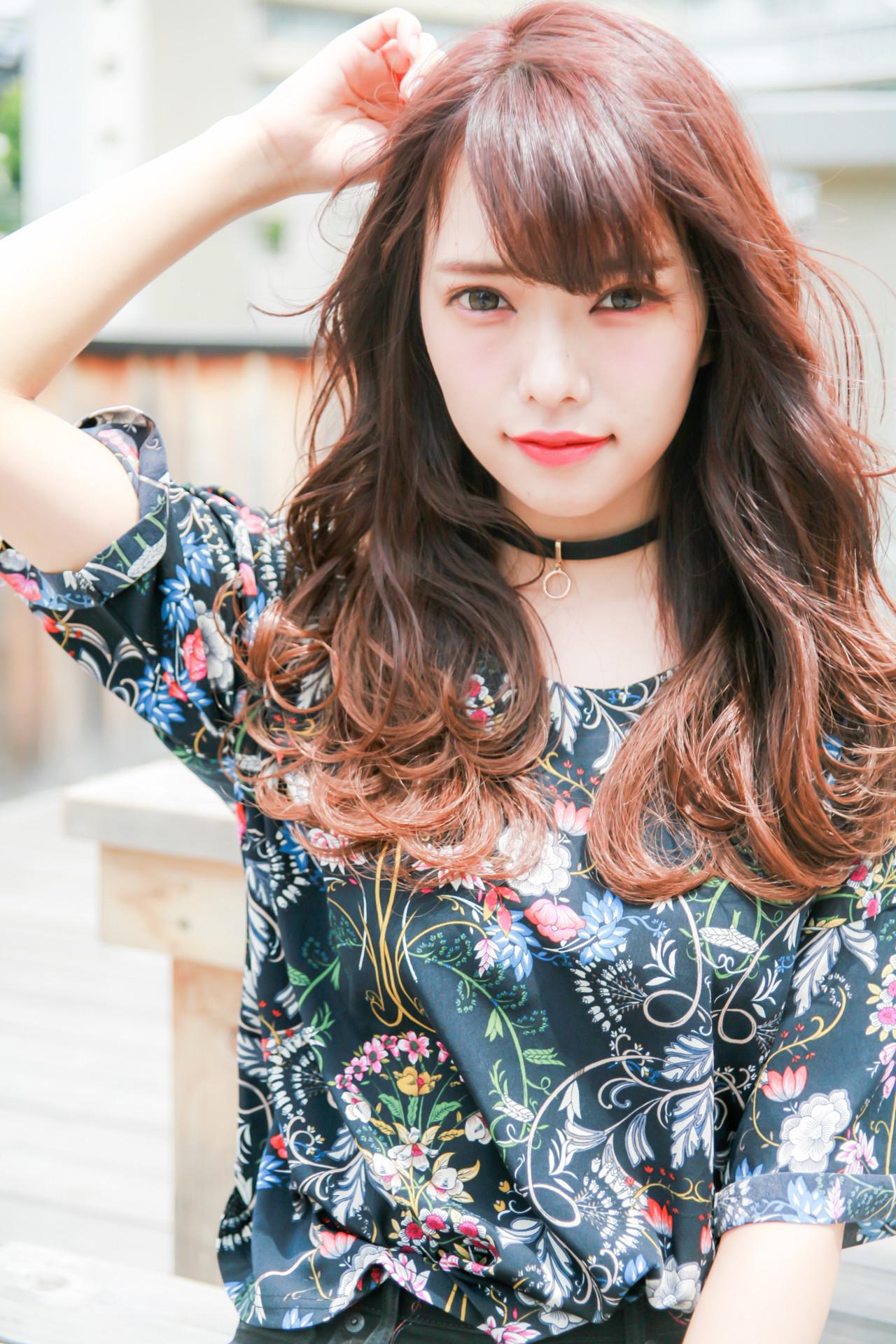 アウトドア ヘアアレンジ フェミニン コテ巻き ヘアスタイルや髪型の写真・画像
