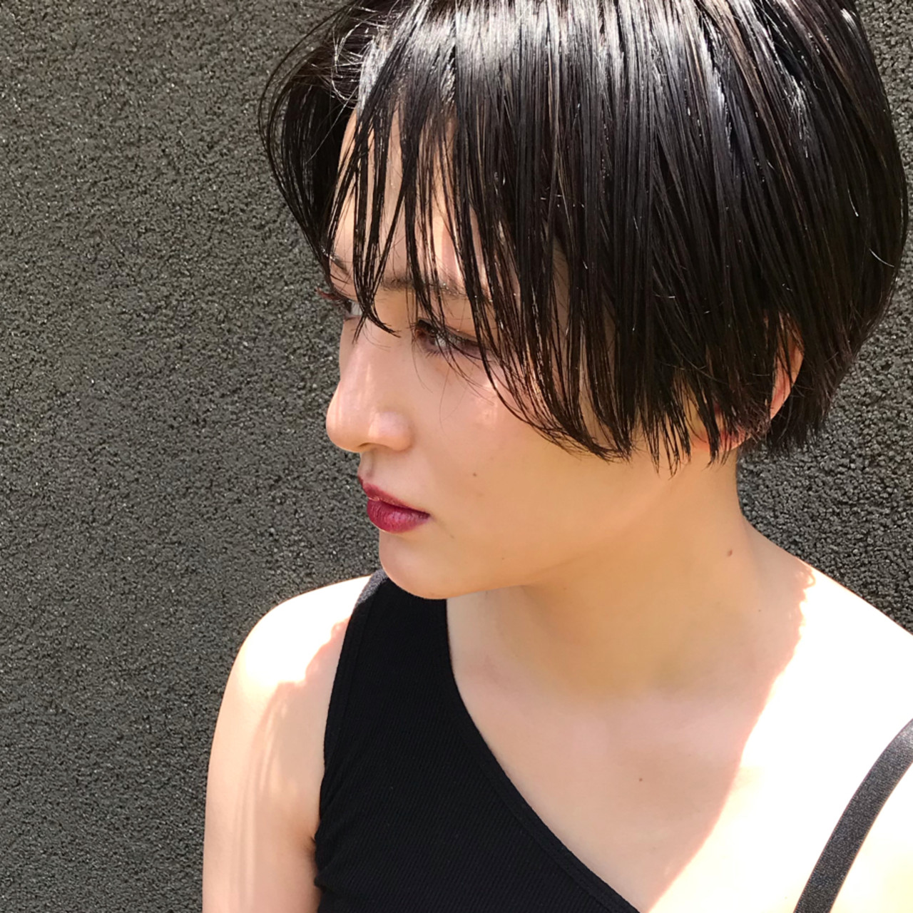 ウェットヘア 切りっぱなし ショート クール ヘアスタイルや髪型の写真・画像