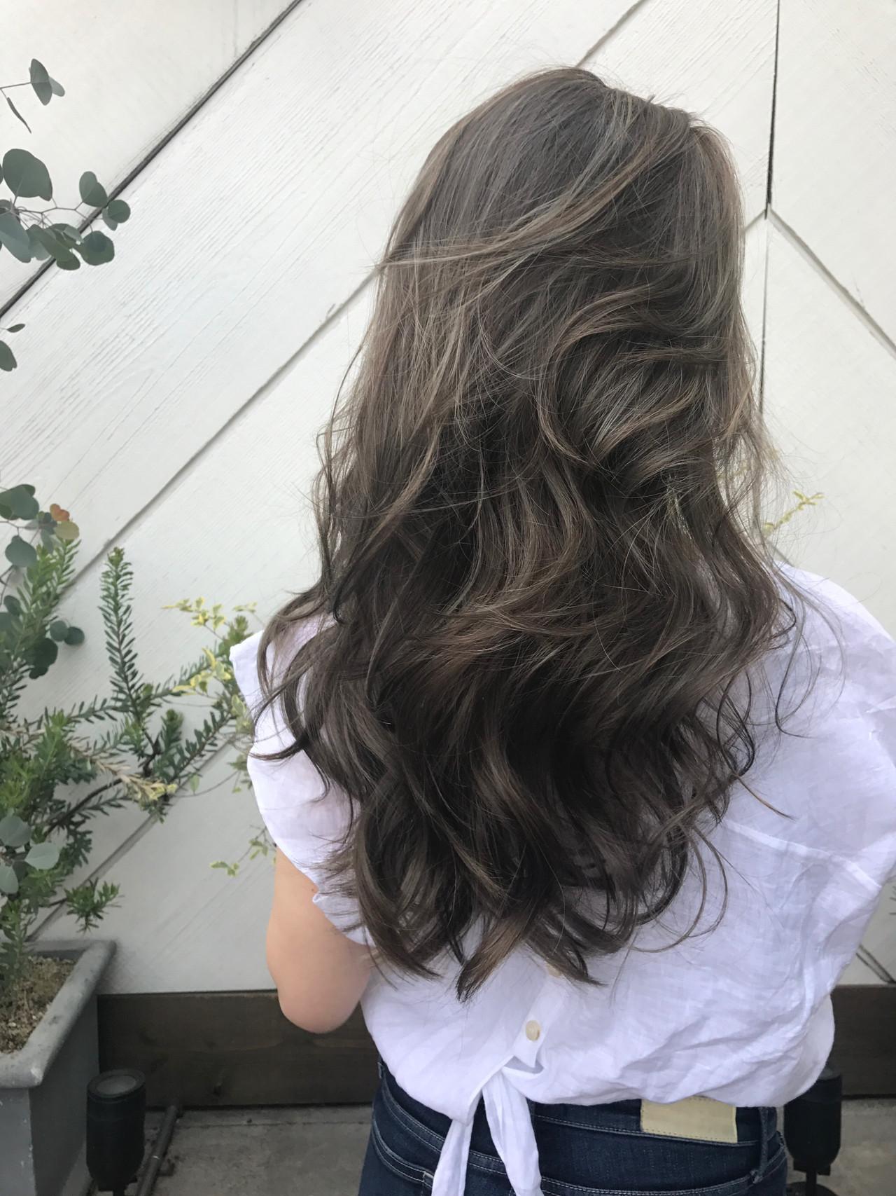 大人女子 3Dカラー 360度どこからみても綺麗なロングヘア ナチュラル ヘアスタイルや髪型の写真・画像 | KT / フリー