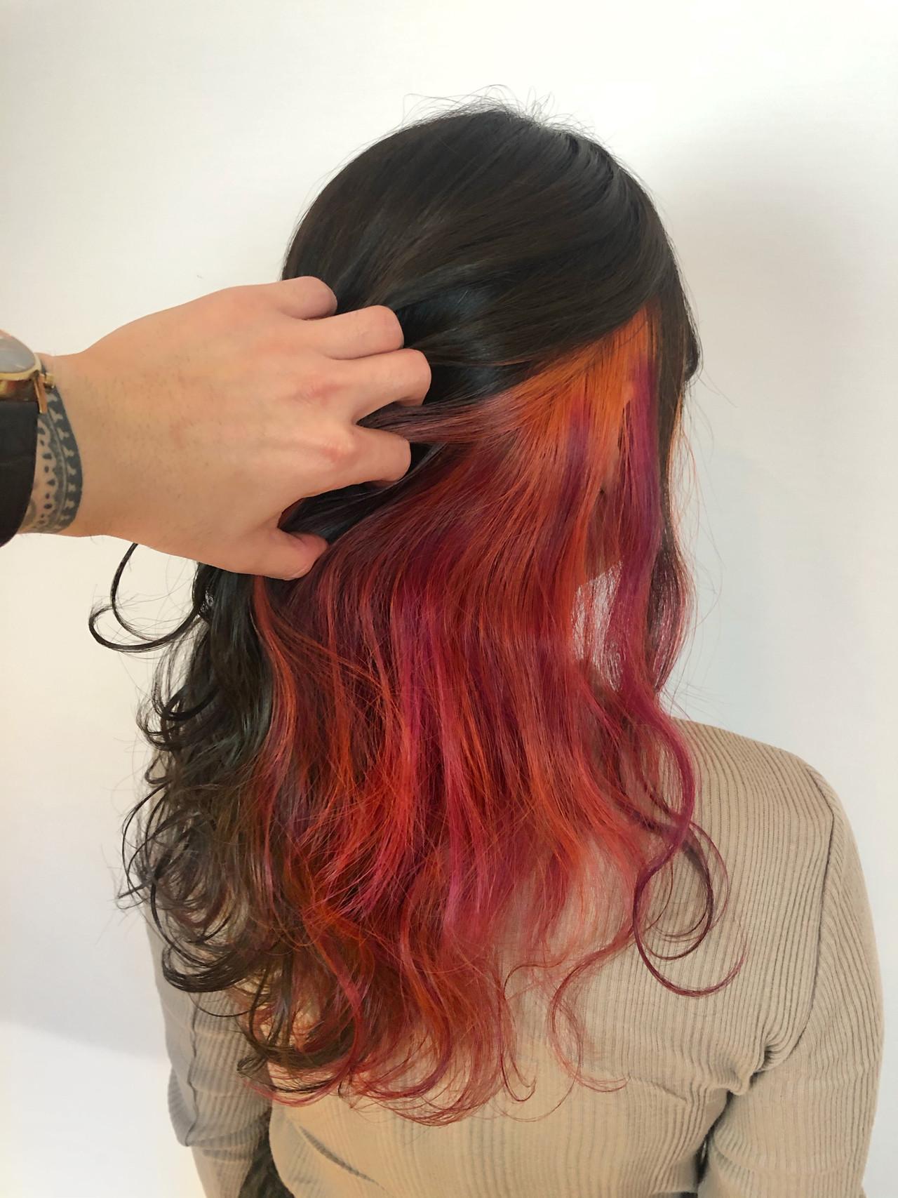 インナーカラー グレージュ インナーカラーオレンジ セミロング ヘアスタイルや髪型の写真・画像