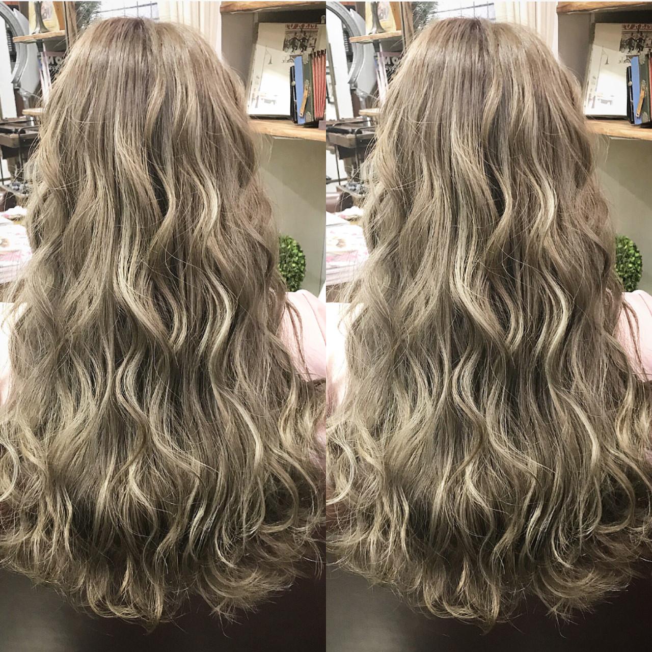 ロング 外国人風 フェミニン ハイライト ヘアスタイルや髪型の写真・画像 | こまつ / バイブアンドアネックス グラウンドフロア