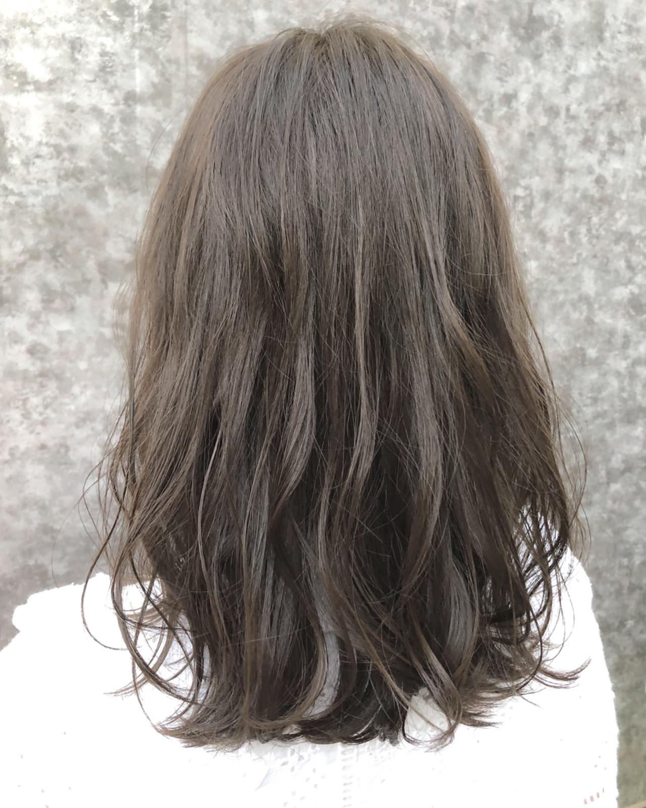 ミディアム グレージュ 秋 ゆるふわ ヘアスタイルや髪型の写真・画像 | 園城寺裕也 /  EARTH浦和店