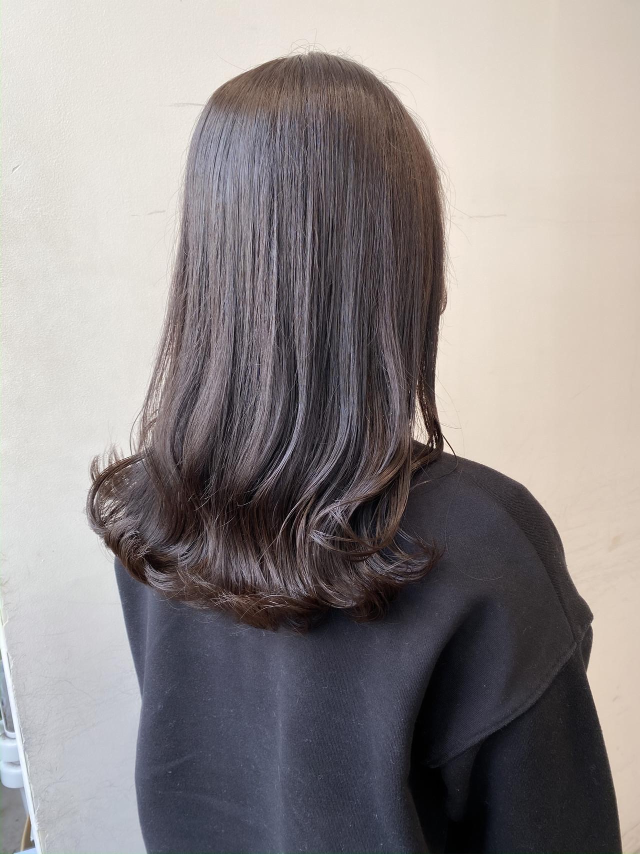 ミルクティーベージュ フェミニン ブリーチなし 暗髪女子 ヘアスタイルや髪型の写真・画像