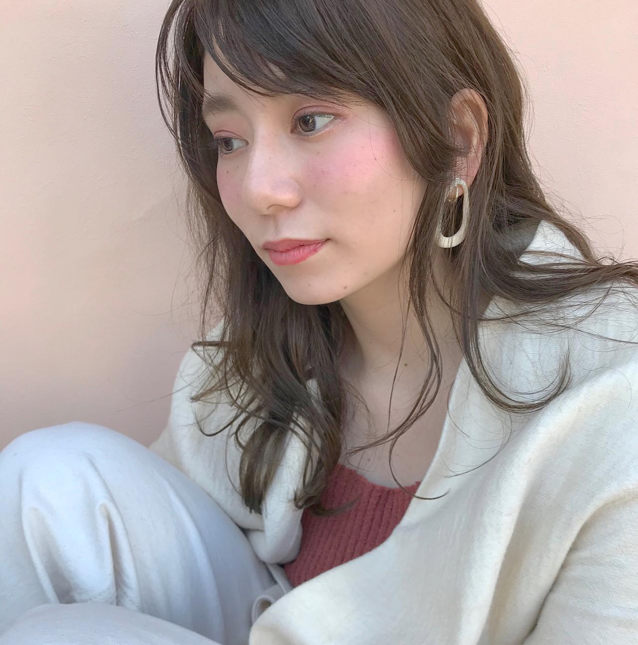 透明感カラー アッシュベージュ デートヘア アッシュ ヘアスタイルや髪型の写真・画像 | Nakamura Mari / rocca