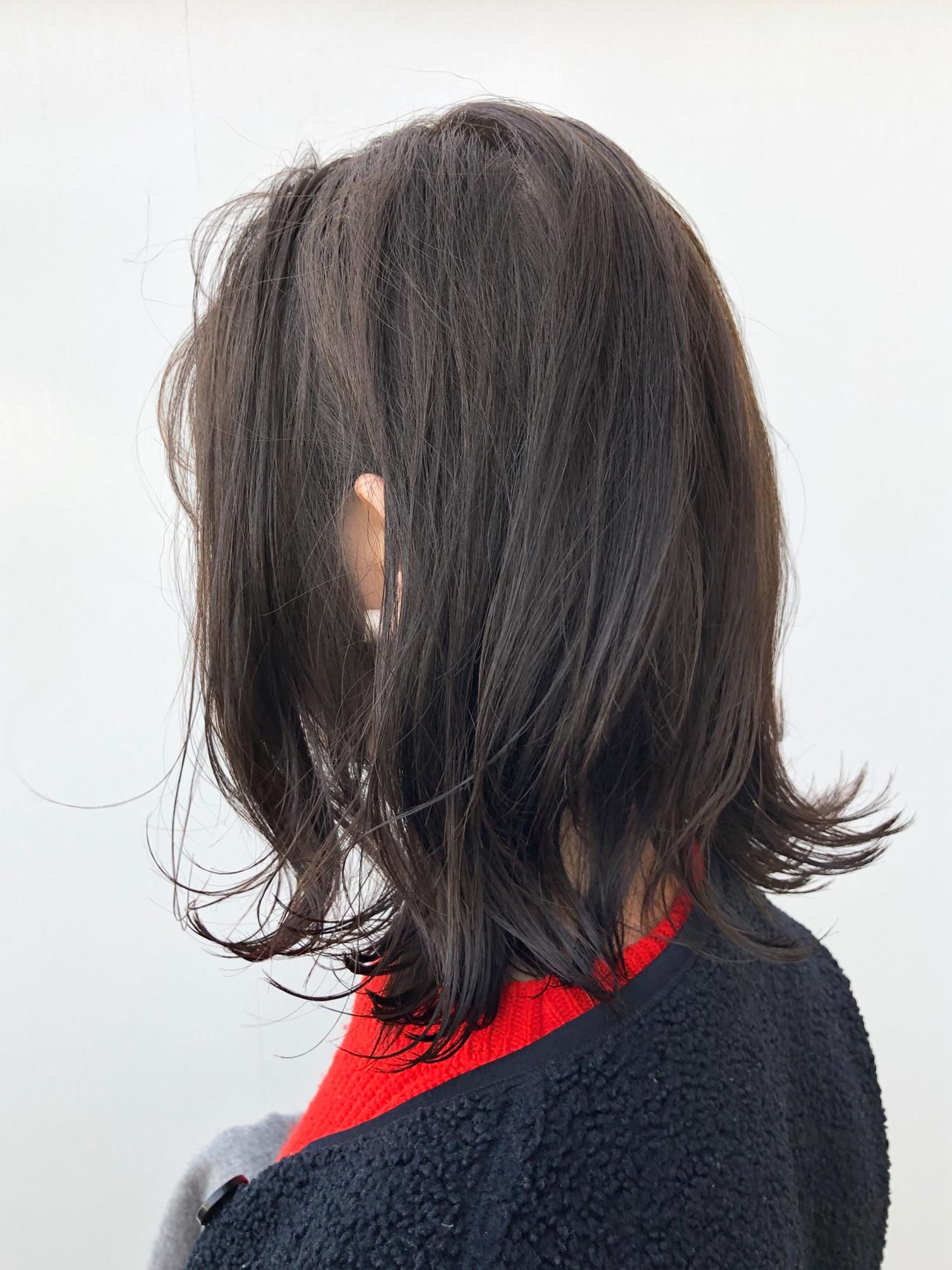 グレージュ 外ハネボブ ナチュラル デート ヘアスタイルや髪型の写真・画像 | 出塩 浩之 / MORIO FROM LONDON さいたま新都心