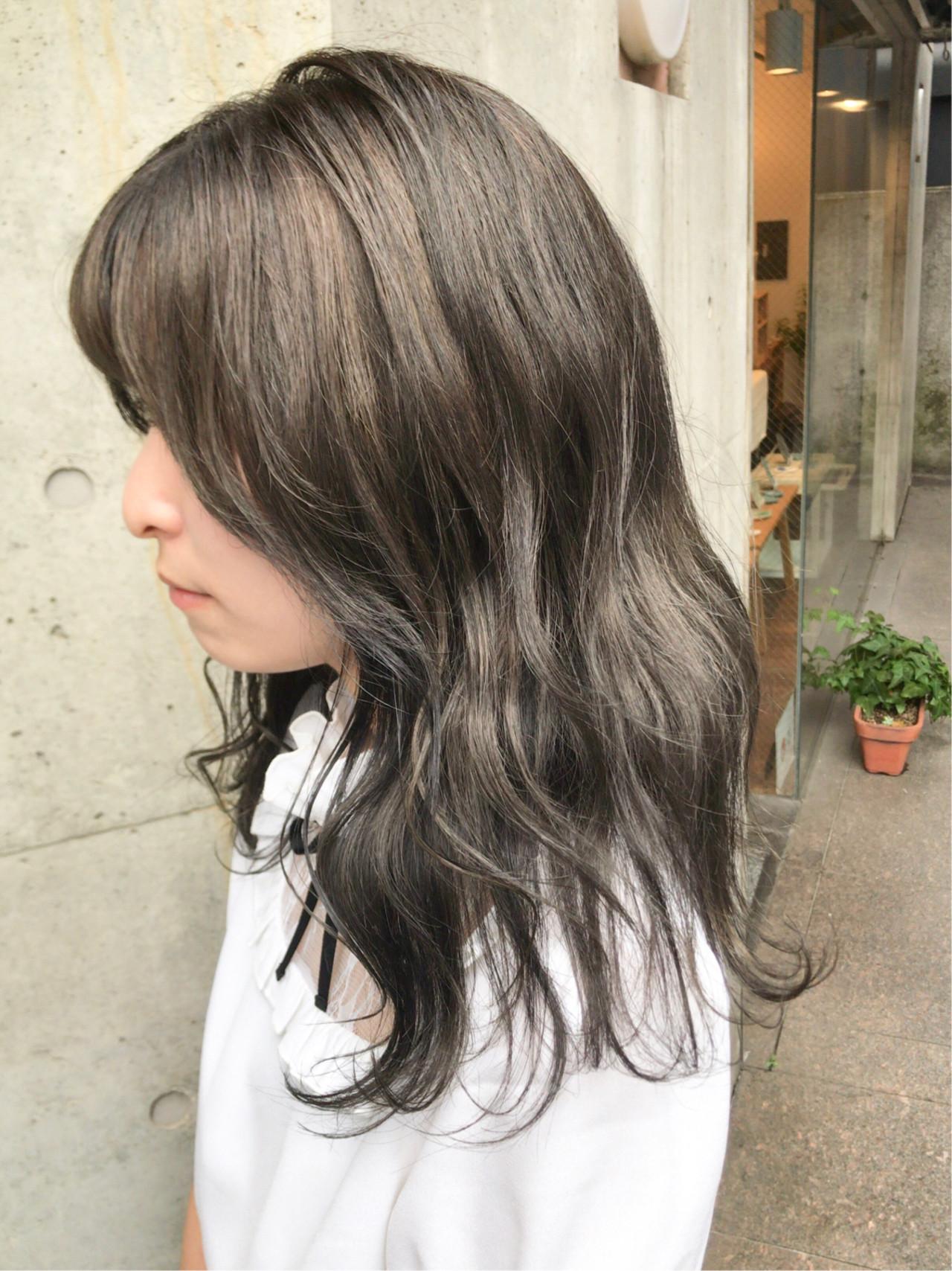 モード ブルーアッシュ ミディアム アッシュグレー ヘアスタイルや髪型の写真・画像