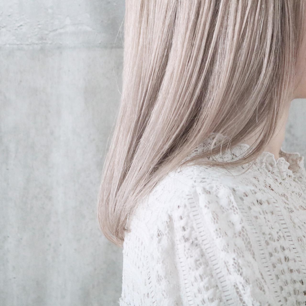 ミルクティーベージュ ホワイトカラー ミルクティーグレージュ ホワイトブリーチ ヘアスタイルや髪型の写真・画像