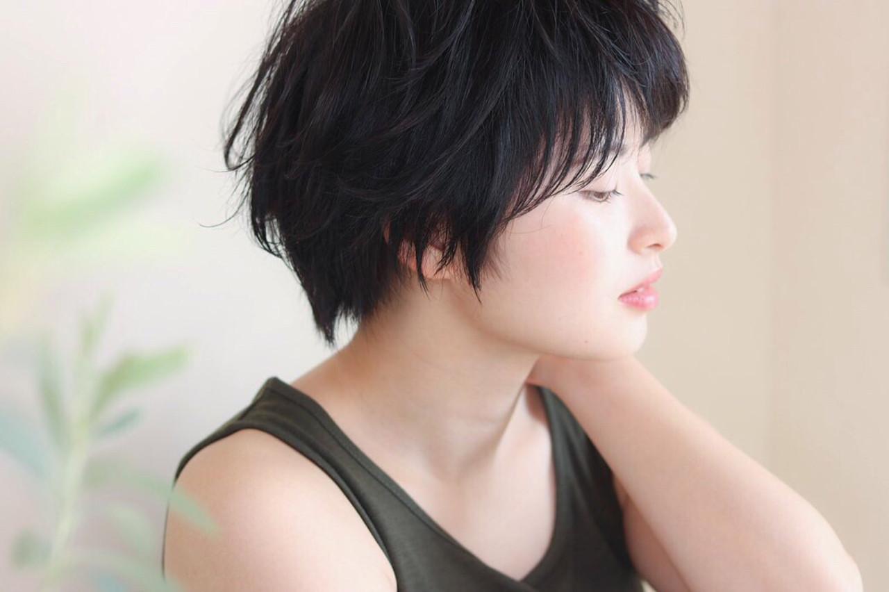グレージュ 暗髪 ショート ナチュラル ヘアスタイルや髪型の写真・画像 | Reina /