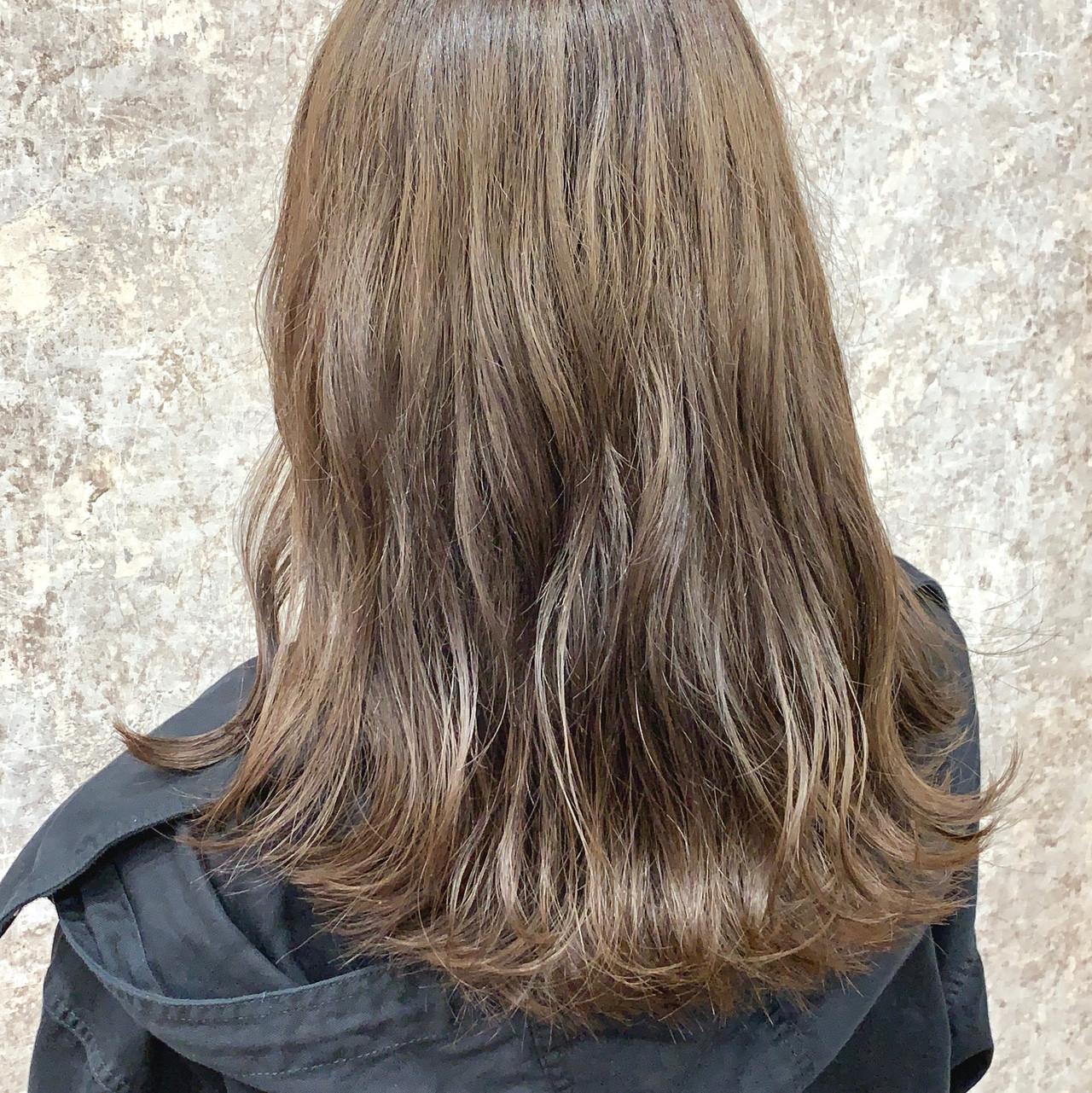 ブラウンベージュ フェミニン ベージュ ミルクティーベージュ ヘアスタイルや髪型の写真・画像