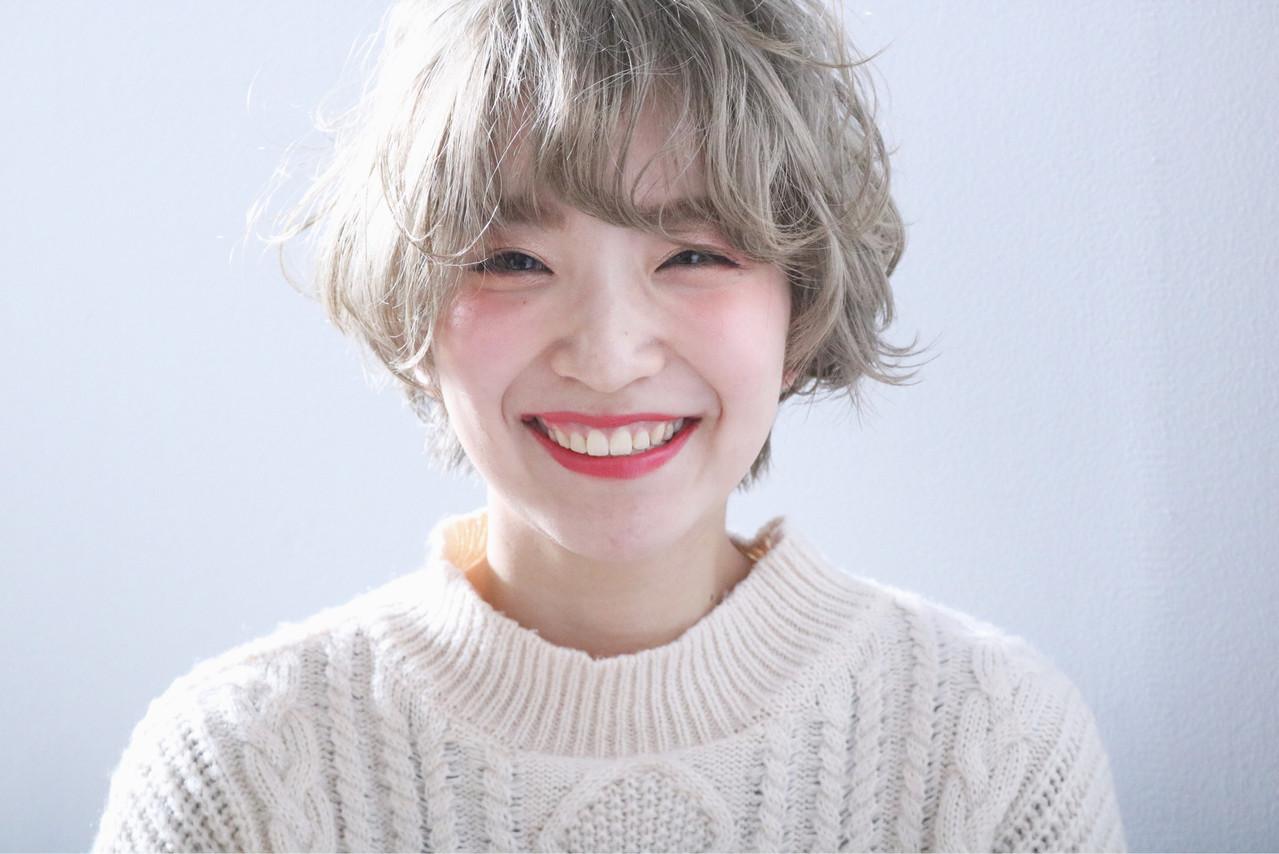 ハイトーンカラー ショート 外国人風 ホワイトブリーチ ヘアスタイルや髪型の写真・画像
