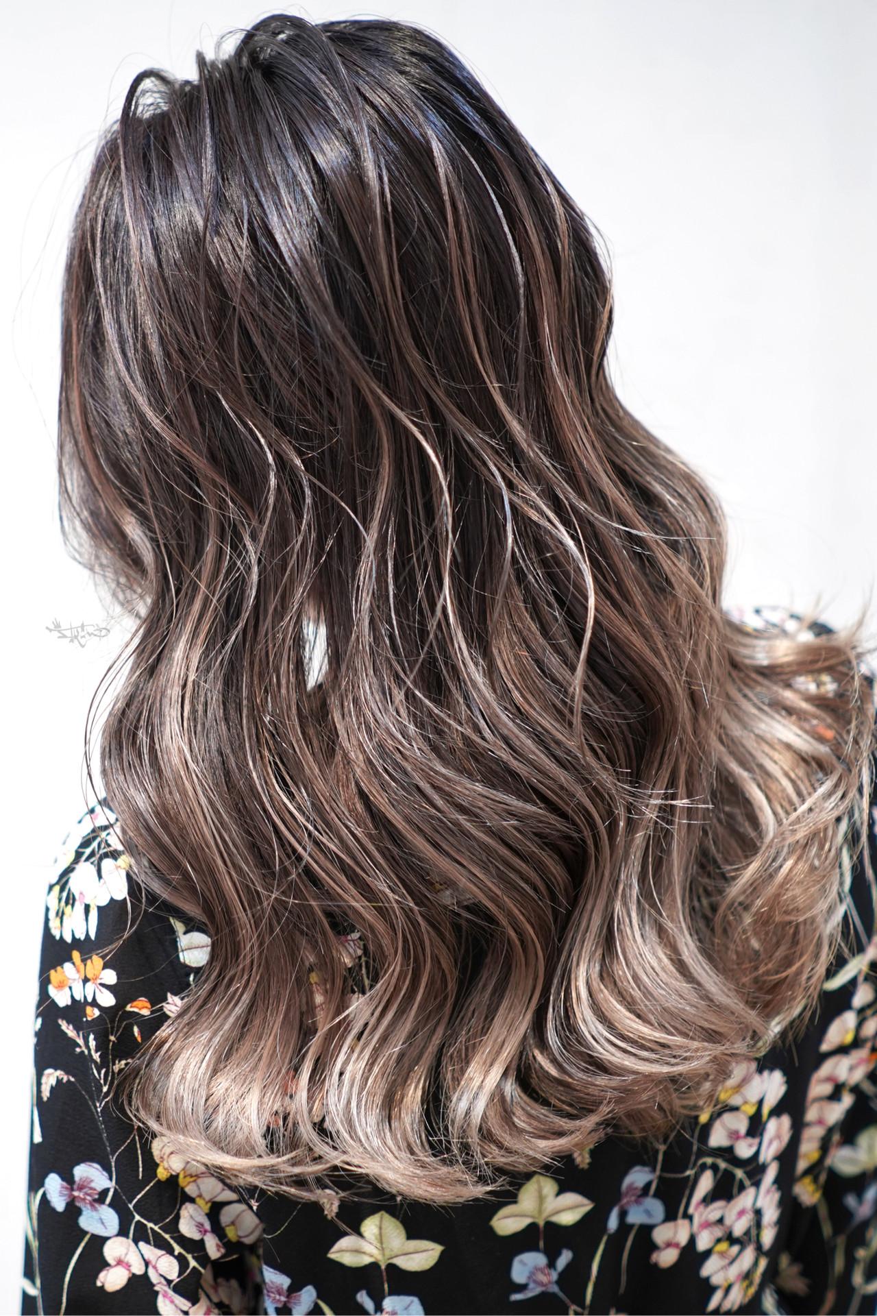 ハイライト ローライト セミロング グレージュ ヘアスタイルや髪型の写真・画像