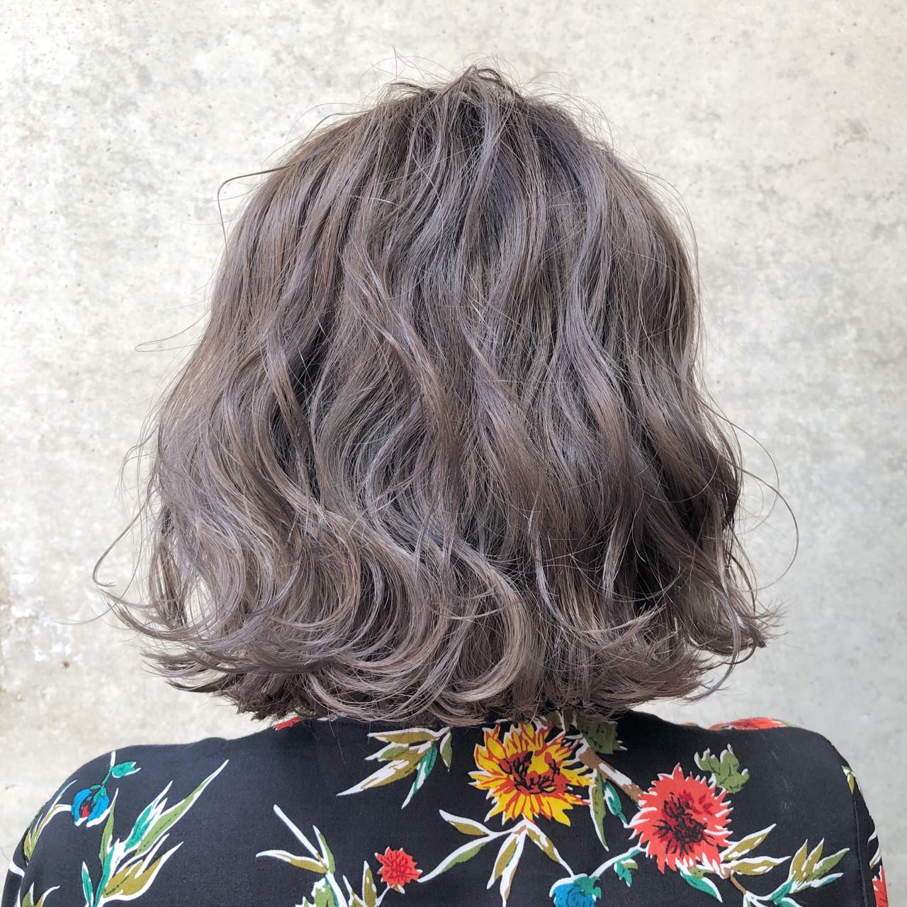 ラベンダーアッシュ ストリート バレイヤージュ グレージュ ヘアスタイルや髪型の写真・画像