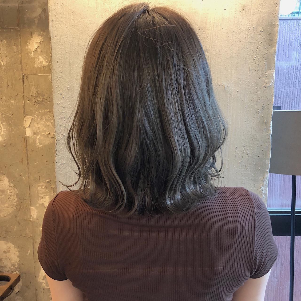 くすみカラー ヘアアレンジ アンニュイほつれヘア 暗髪 ヘアスタイルや髪型の写真・画像