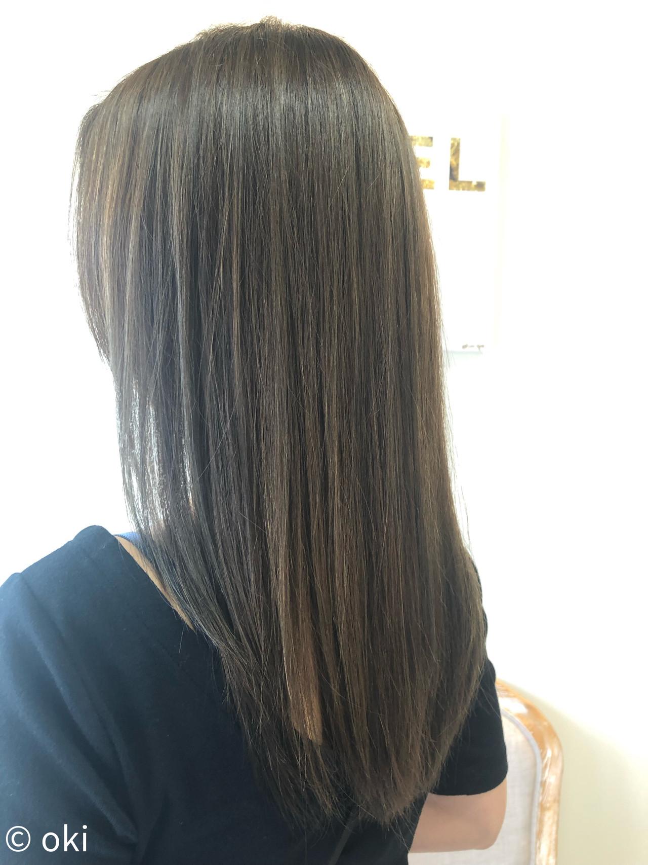 アッシュグレージュ オフィス 大人ハイライト 外国人風 ヘアスタイルや髪型の写真・画像