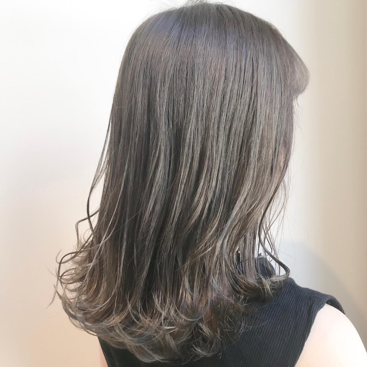 透明感カラー セミロング ナチュラル ミルクティーアッシュ ヘアスタイルや髪型の写真・画像   村西 郁人 / rue