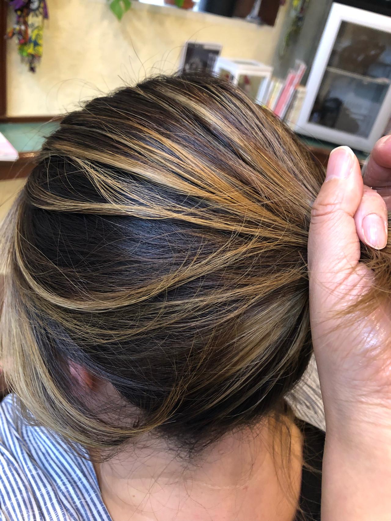 大人ハイライト ブリーチカラー ナチュラル ナチュラルベージュ ヘアスタイルや髪型の写真・画像