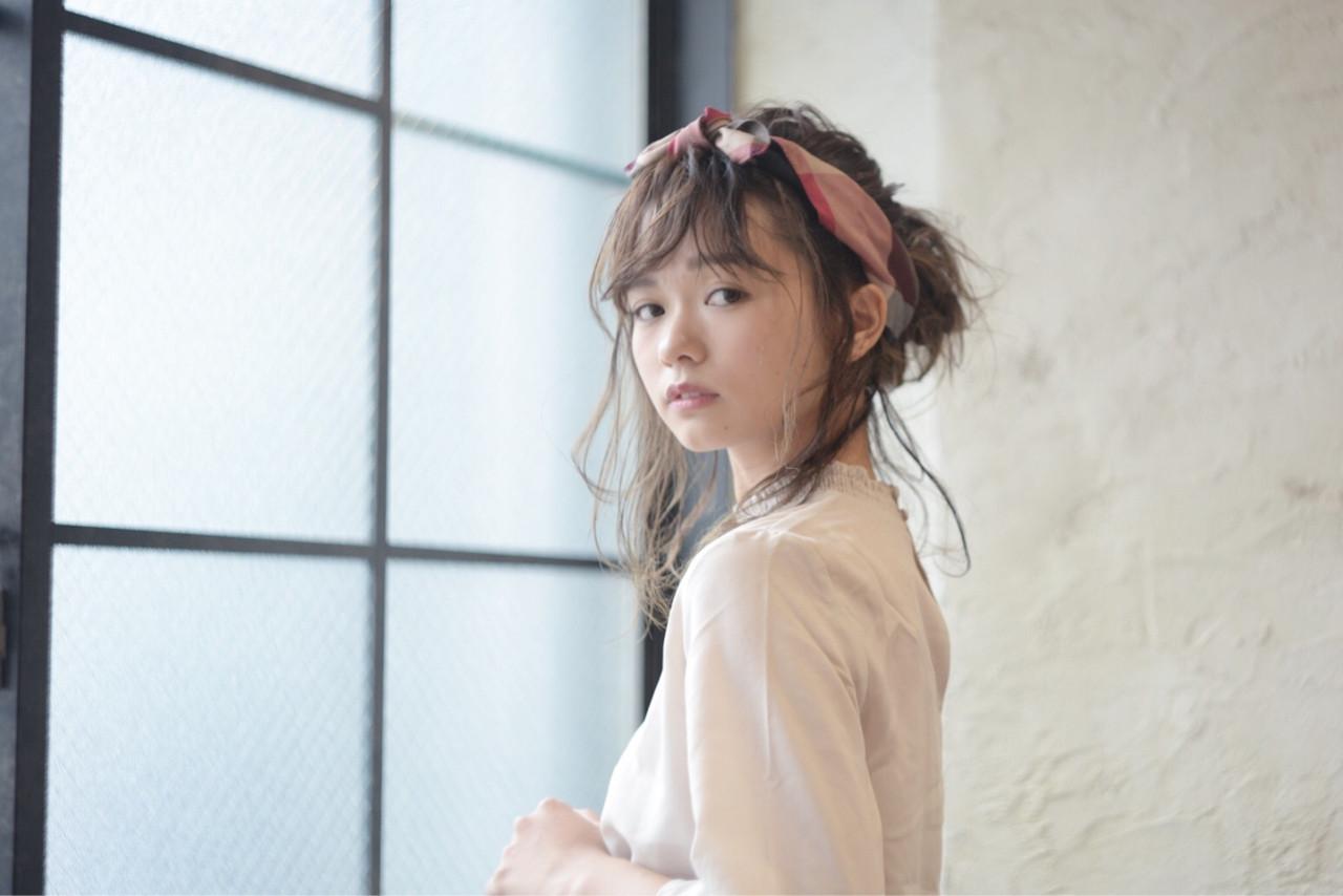 パーマ ガーリー ヘアアレンジ 抜け感 ヘアスタイルや髪型の写真・画像 | 秋山 俊 / chic