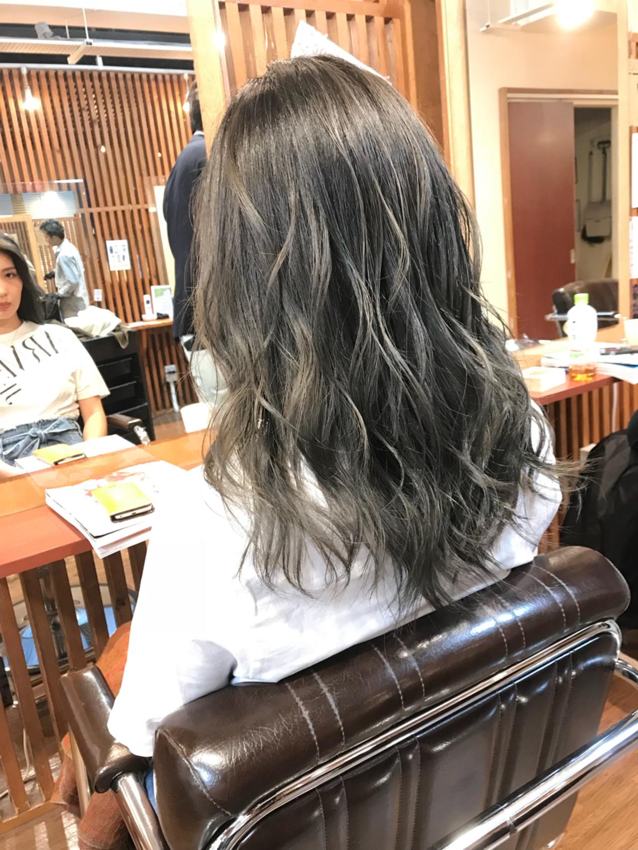 セミロング 上品 ハイライト バレイヤージュ ヘアスタイルや髪型の写真・画像