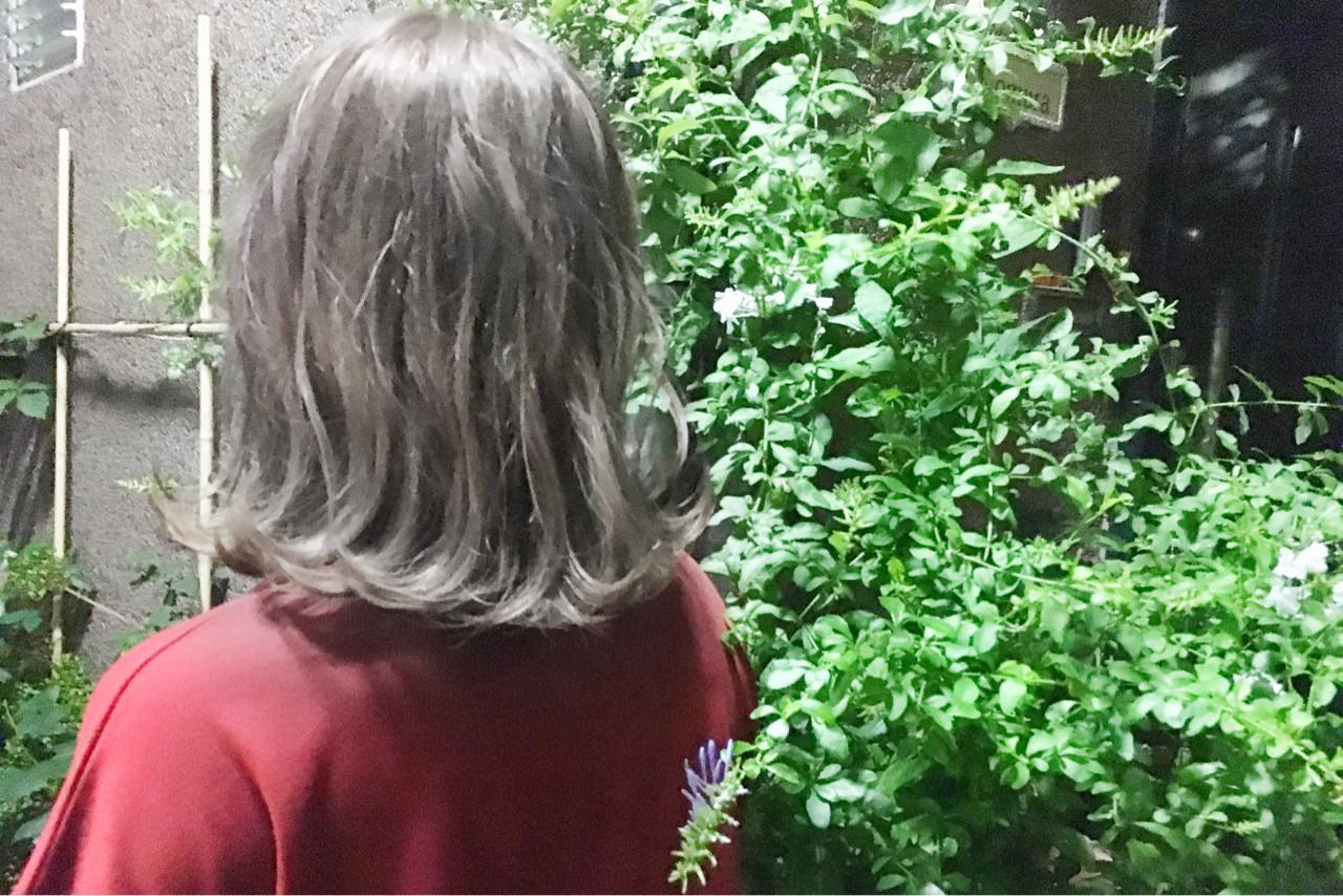ホワイト モード グレージュ ミディアム ヘアスタイルや髪型の写真・画像