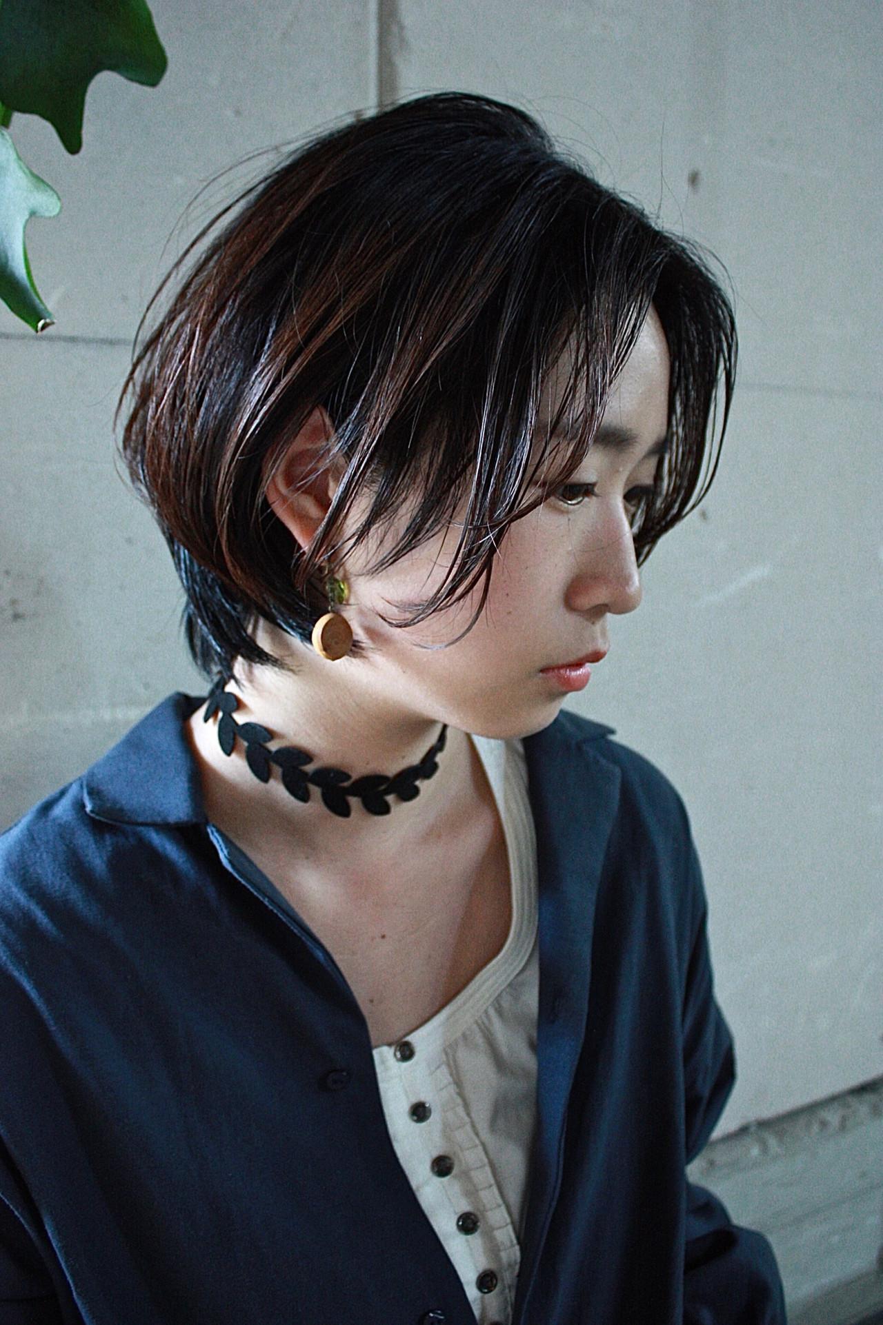 ショートボブ 大人カジュアル 暗髪 ハンサムショート ヘアスタイルや髪型の写真・画像   服部 巧 / LOAWe
