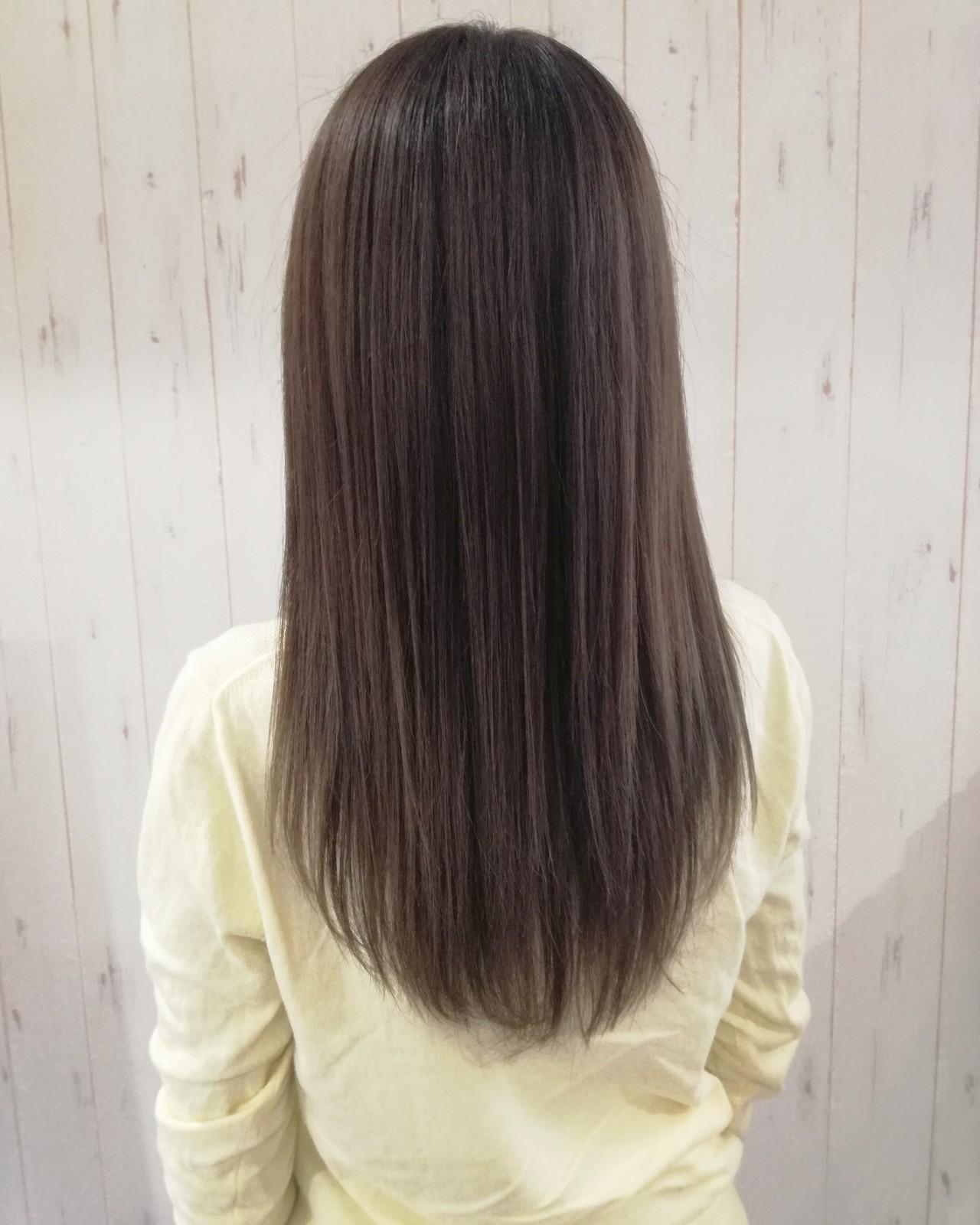ストレート アッシュベージュ ナチュラル 縮毛矯正 ヘアスタイルや髪型の写真・画像
