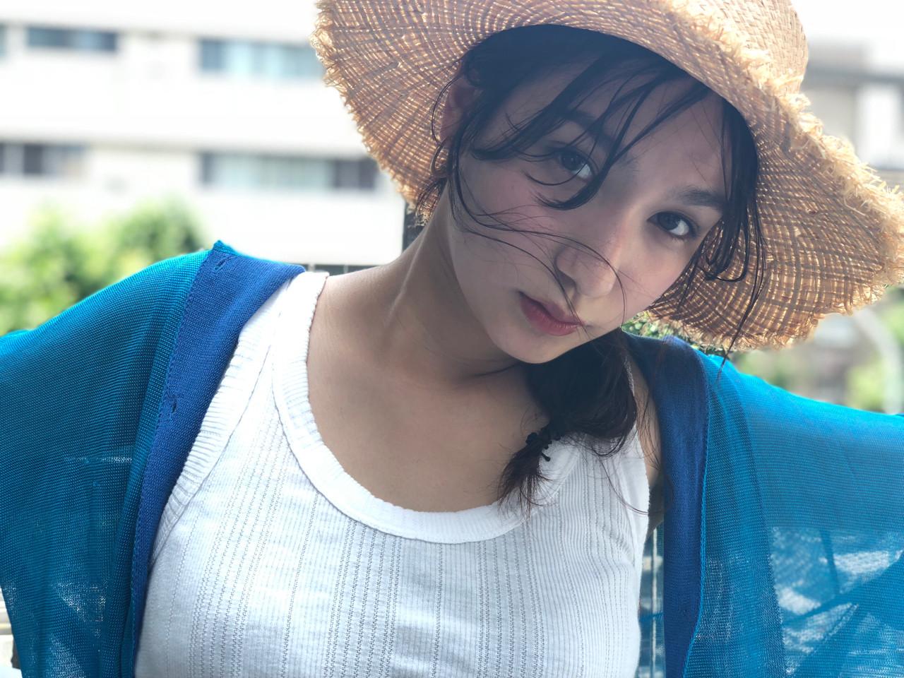 大人かわいい シースルーバング ヘアアレンジ セミロング ヘアスタイルや髪型の写真・画像 | 小走 祥菜 / tricca daikanyama