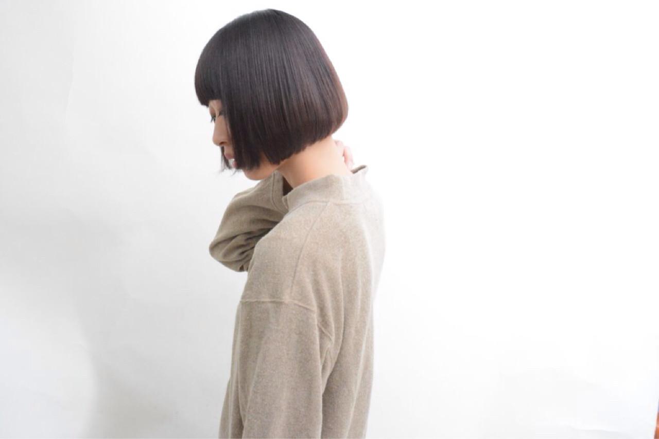 前髪パッツン 秋 インナーカラー ナチュラル ヘアスタイルや髪型の写真・画像