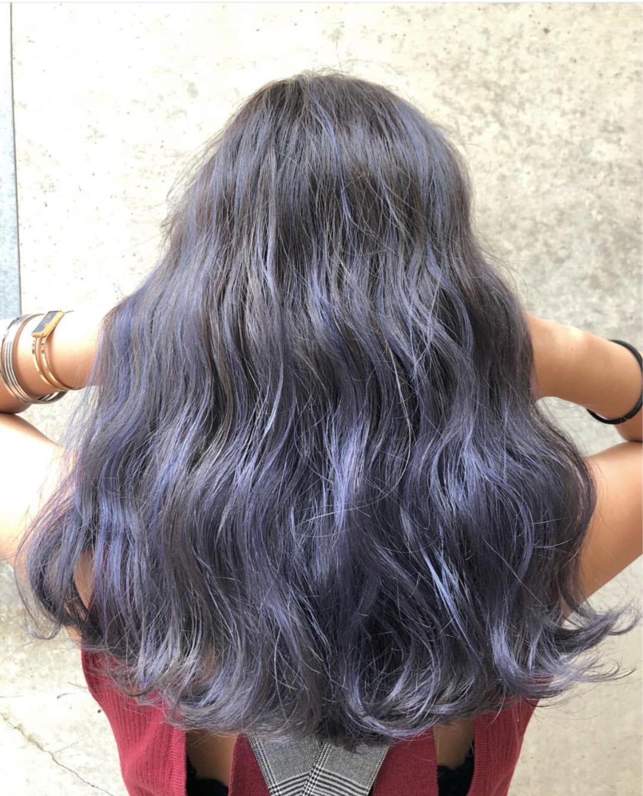 セミロング ネイビー グレージュ シルバーアッシュ ヘアスタイルや髪型の写真・画像