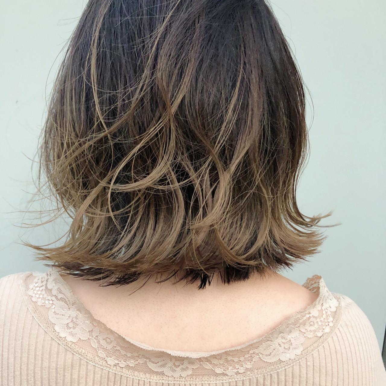 ガーリー インナーカラー 切りっぱなしボブ 3Dハイライト ヘアスタイルや髪型の写真・画像